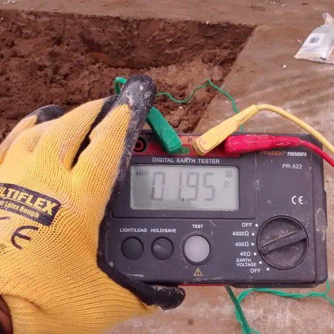 midiendo pozos a tierra